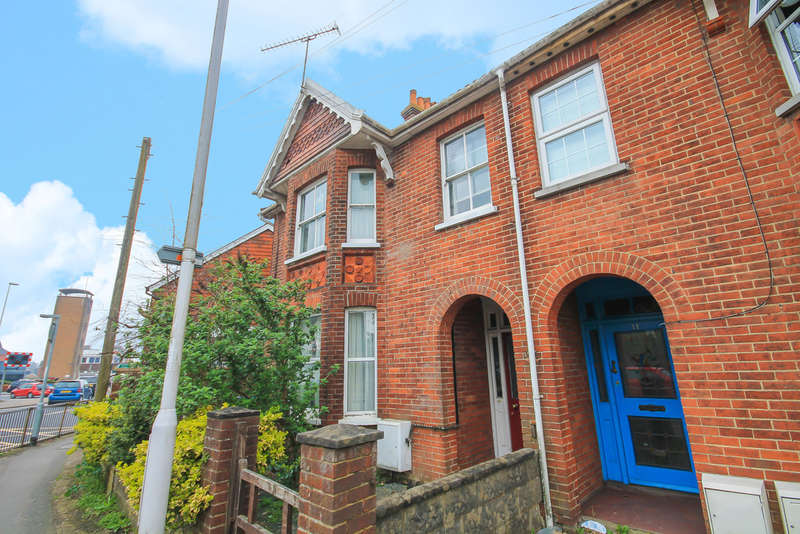 2 Bedrooms Flat for sale in Station Road, East Grinstead