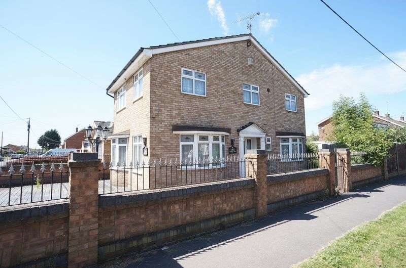 3 Bedrooms Detached House for sale in Eversley Road, Benfleet