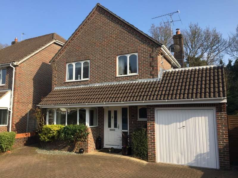 4 Bedrooms Detached House for sale in Lynwood Close, Lindford, Bordon, Hampshire, GU35