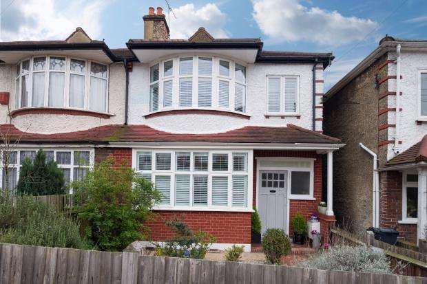 3 Bedrooms Semi Detached House for sale in Valley Road Streatham, London, SW16