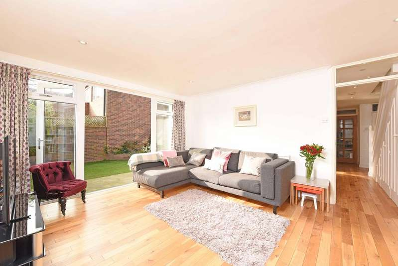 4 Bedrooms Mews House for sale in Campen Close, SW19