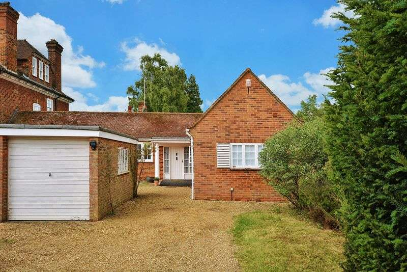 4 Bedrooms Bungalow for sale in Beaconsfield