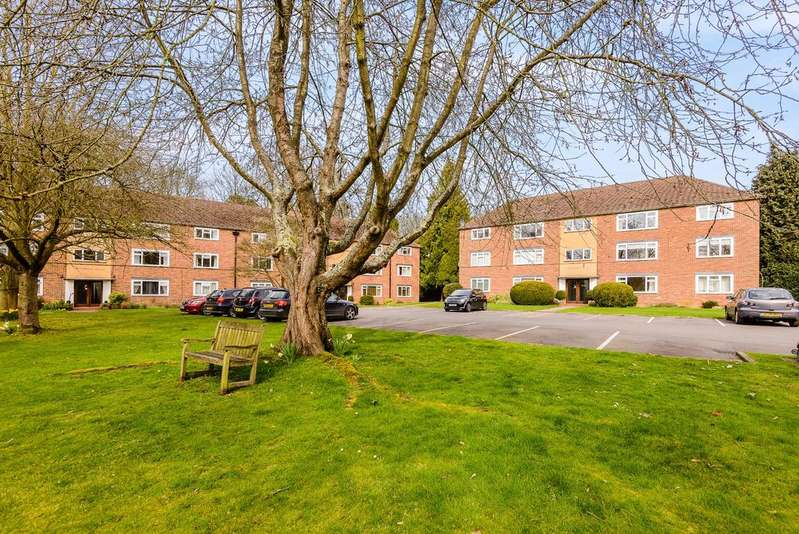 2 Bedrooms Flat for sale in Christ Church Road, Virginia Water