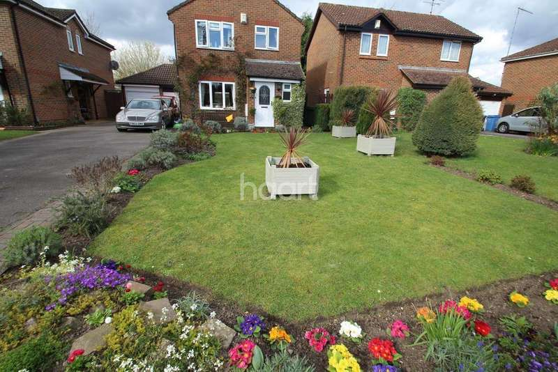 3 Bedrooms Detached House for sale in Fleet