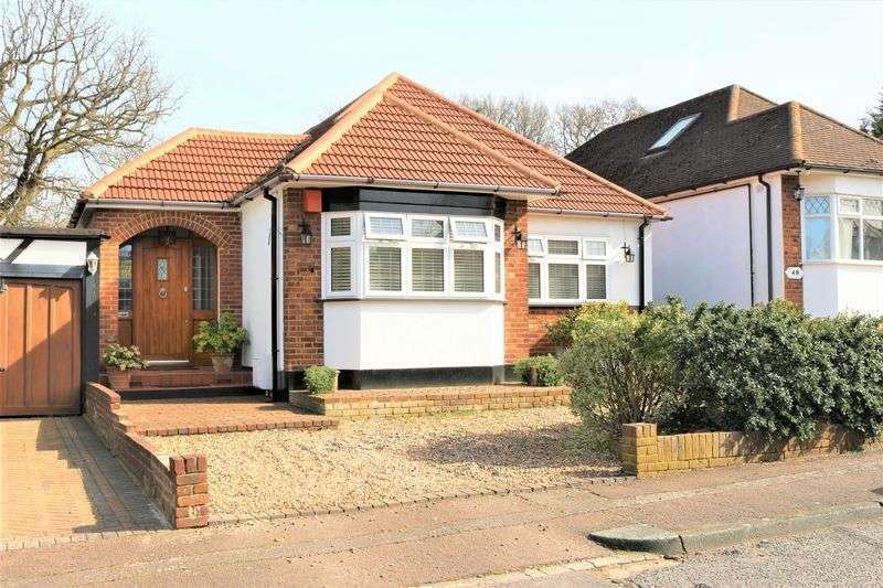 3 Bedrooms Detached Bungalow for sale in Dacre Gardens, Chigwell