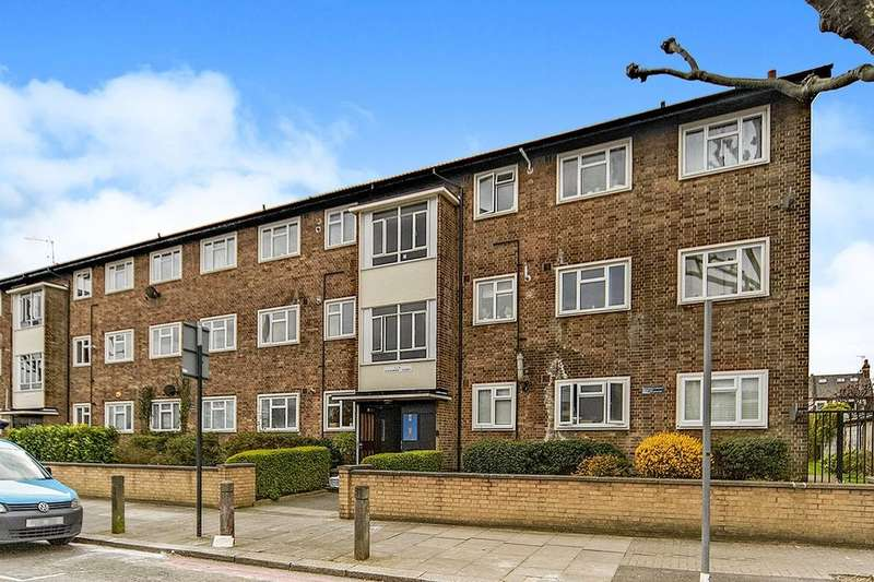 3 Bedrooms Flat for sale in Alexander Court Wandsworth Common West Side, London, SW18