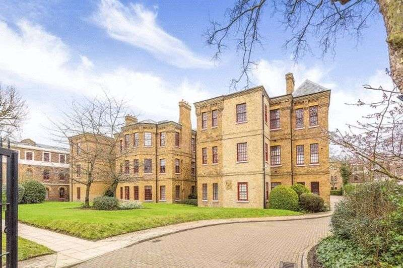 2 Bedrooms Flat for sale in Osterley Gardens, Southall