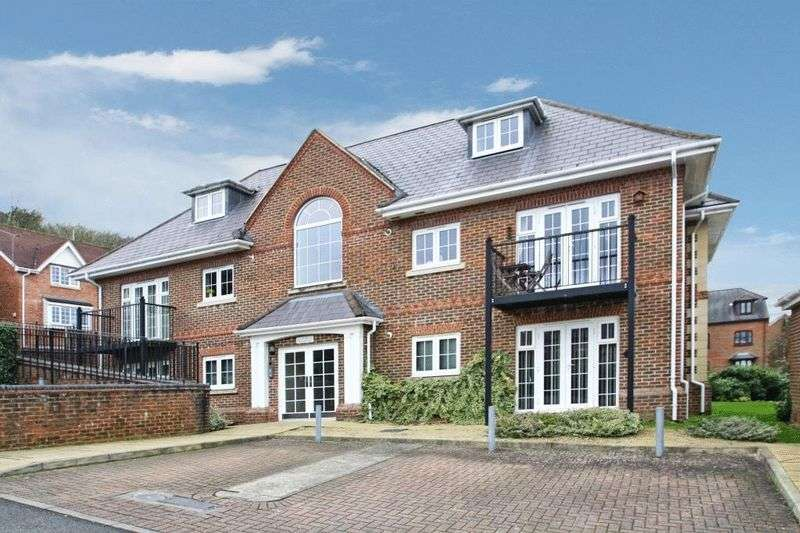 2 Bedrooms Flat for sale in The Sidings, High Wycombe