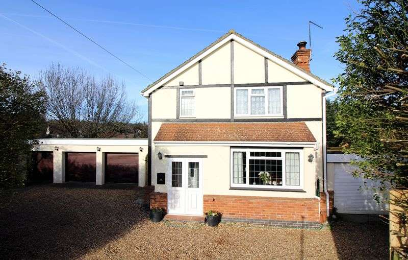 4 Bedrooms Detached House for sale in Woodend Road, Camberley