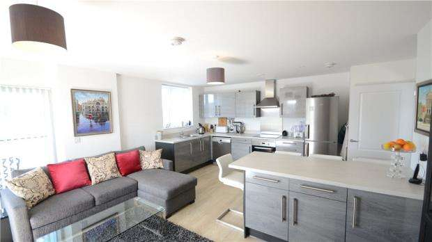 2 Bedrooms Apartment Flat for sale in Oscar Wilde Road, Reading, Berkshire