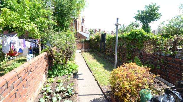 2 Bedrooms Terraced House for sale in Cholmeley Road, Reading, Berkshire