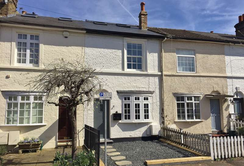 3 Bedrooms Terraced House for sale in Thames Ditton