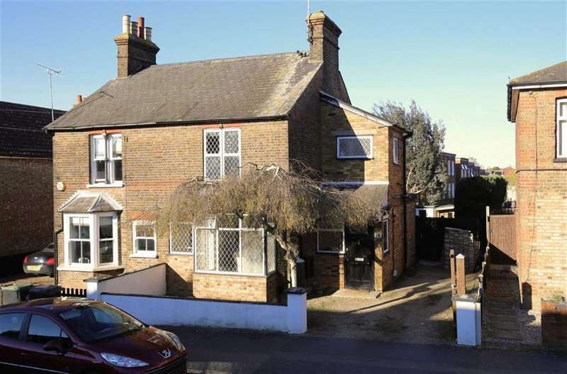 3 Bedrooms Property for sale in St Johns Road, Epping