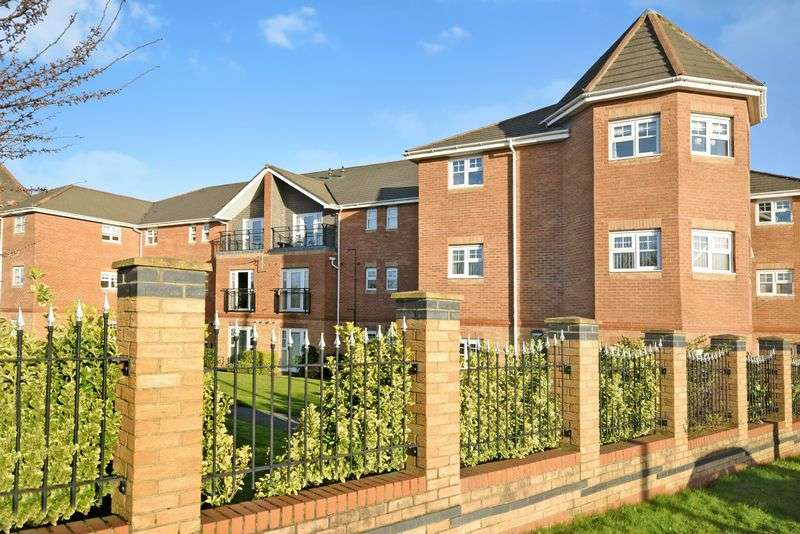 2 Bedrooms Flat for sale in Hampton Court Way, Widnes