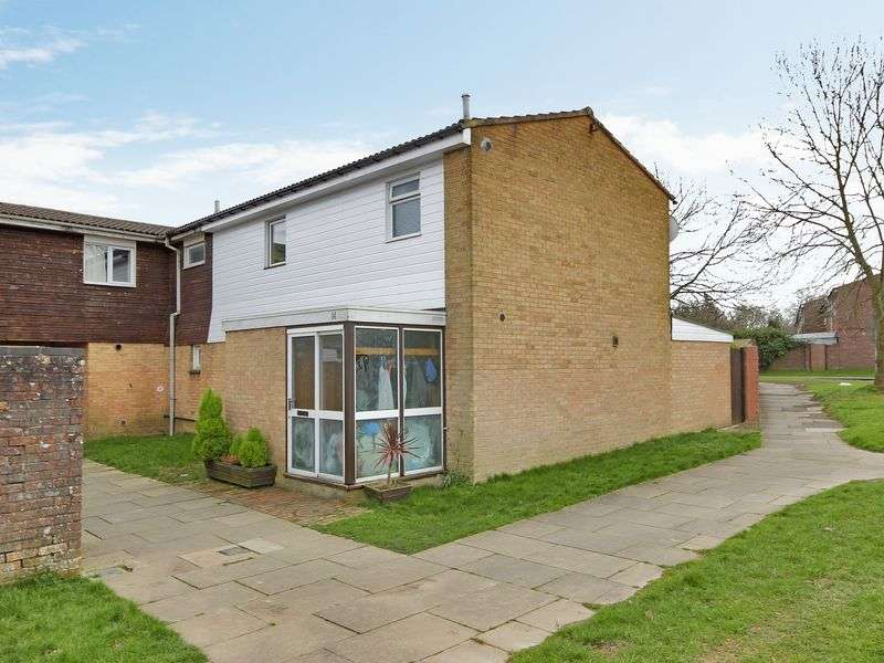 3 Bedrooms House for sale in Hartings Court, Cuckfield Close, Bewbush, Crawley, West Sussex