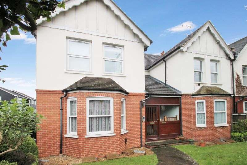 2 Bedrooms Flat for sale in Pinner Road, Northwood, Middlesex