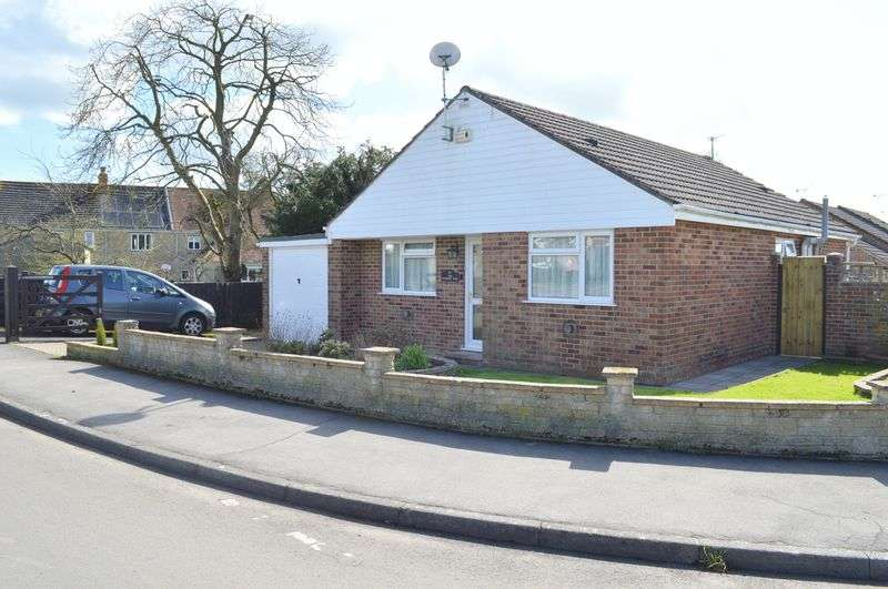 2 Bedrooms Detached Bungalow for sale in Wessex Way, Gillingham