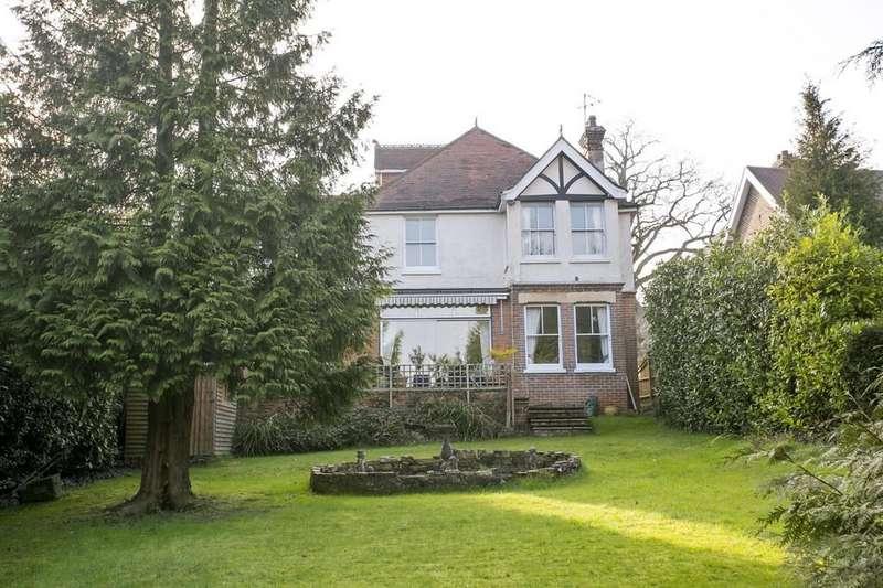 5 Bedrooms Detached House for sale in Tilsmore Road, Heathfield