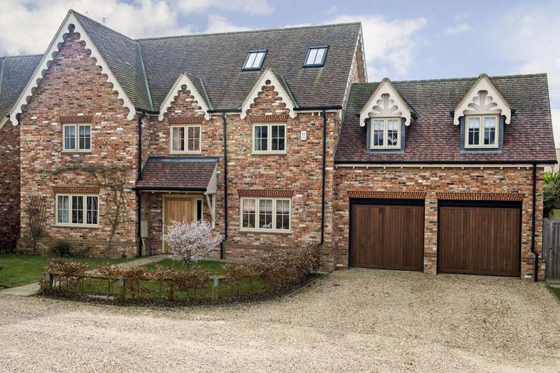 5 Bedrooms Detached House for sale in Lacemakers Close, East Claydon