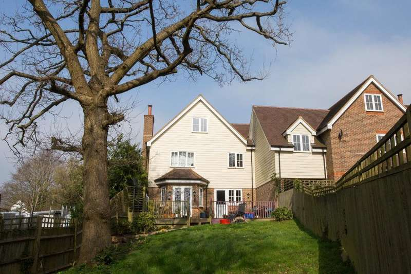 4 Bedrooms Link Detached House for sale in Station road, Heathfield, East Sussex, TN21 8DR