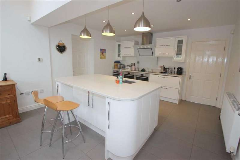 5 Bedrooms Detached House for sale in Hawthorn Gardens, Whitley Bay, NE26