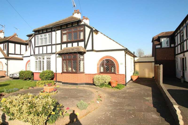 3 Bedrooms Semi Detached House for sale in Meadow Way, Upminster