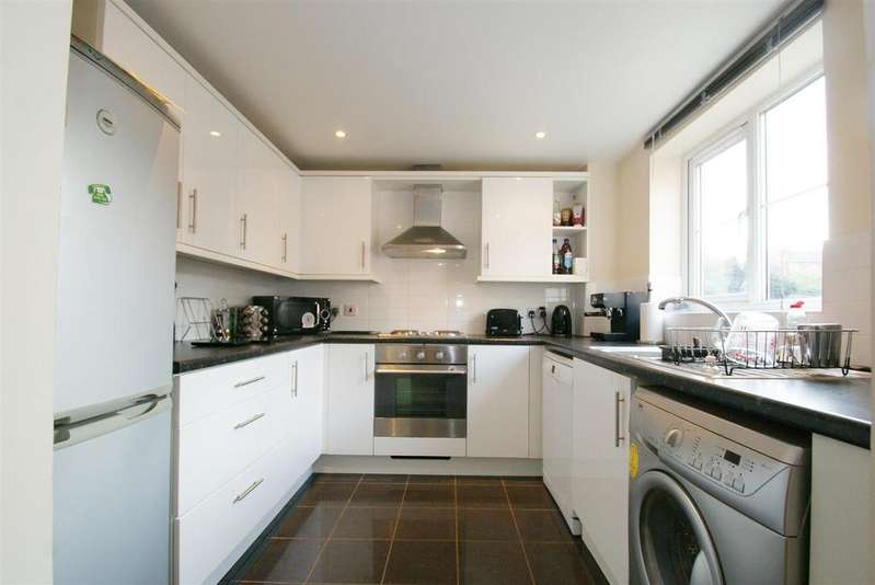 2 Bedrooms Apartment Flat for sale in Sir Thomas White Close, Warwick