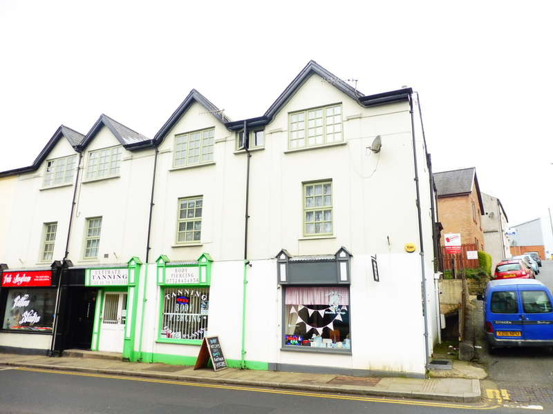 3 Bedrooms Maisonette Flat for sale in Clarence House, Lower Bridge Street, Pontypool