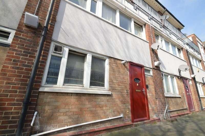 3 Bedrooms Ground Maisonette Flat for sale in Robert Street, London SE18