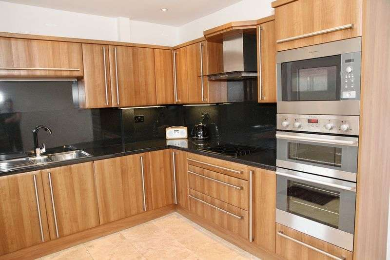 2 Bedrooms Terraced House for sale in Peveril Road, Oldham