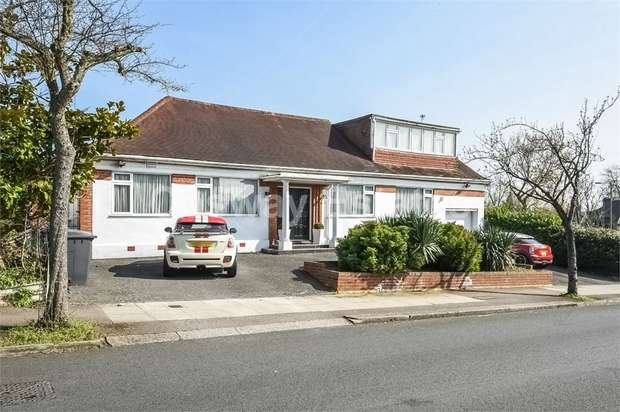3 Bedrooms Detached Bungalow for sale in Highview Avenue, Edgware, Middlesex