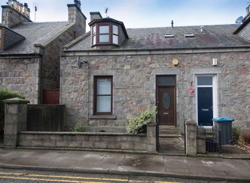3 Bedrooms Semi Detached House for sale in Mount Street, Aberdeen, Aberdeenshire, AB25 2QT