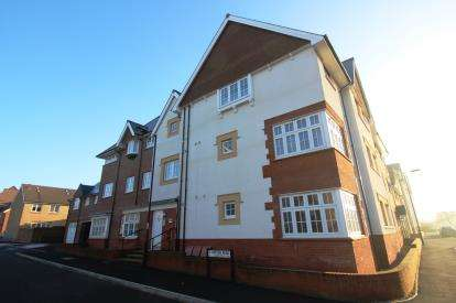 2 Bedrooms Flat for sale in Hatton Road, Cheswick Village, Bristol