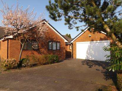 3 Bedrooms Bungalow for sale in Muirfield Close, Fulwood, Preston, Lancashire, PR2