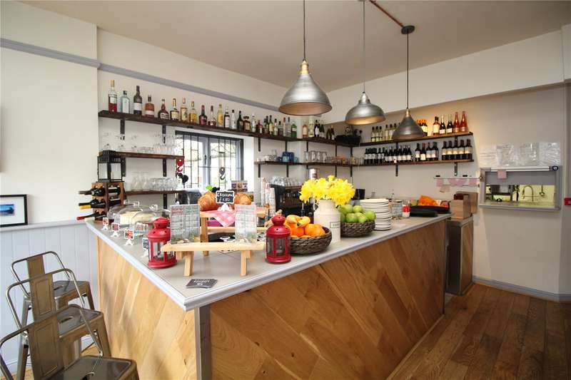 Restaurant Commercial for sale in Cheapside, Fortis Green, London, N2
