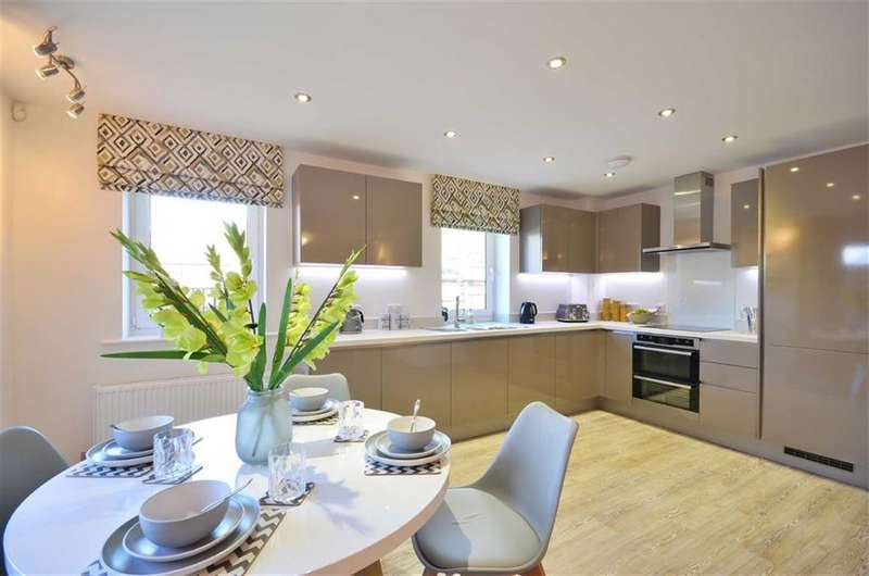 2 Bedrooms Property for sale in The Vale, Bushey, Hertfordshire, WD23