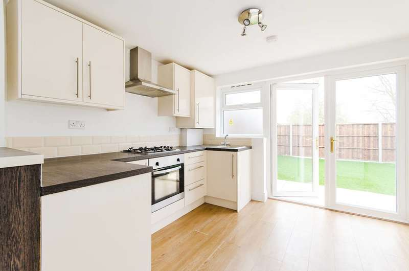 2 Bedrooms Flat for sale in Courtenay Avenue, Harrow Weald, HA3