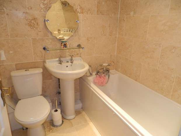 2 Bedrooms Terraced House for sale in Altcross Road, Liverpool, L11