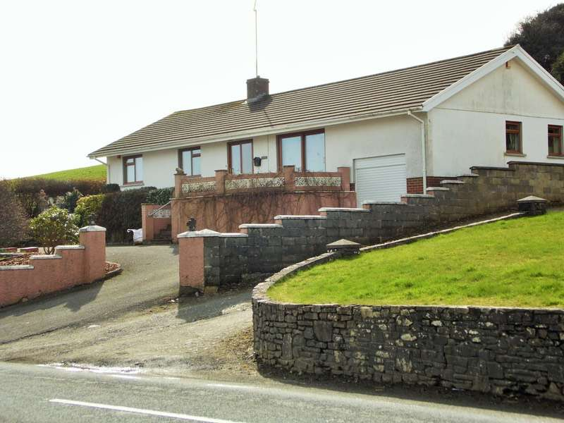 3 Bedrooms Bungalow for sale in ., Lampeter, Ceredigion, SA48