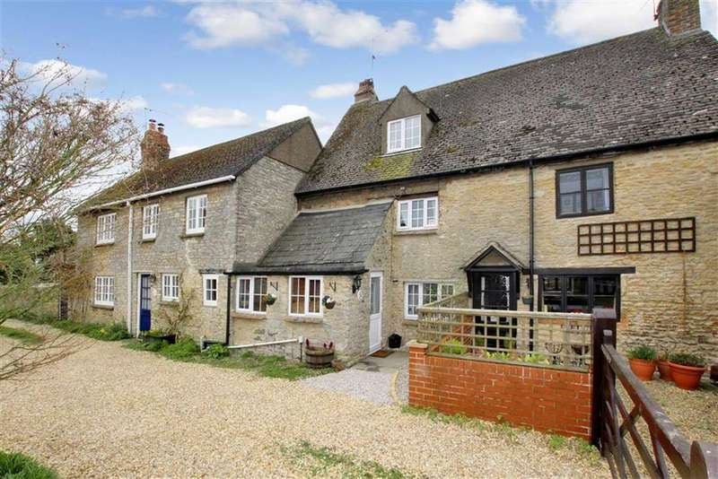 2 Bedrooms Cottage House for sale in Bramble Cottage, 2 Lane End, Station Road, Launton