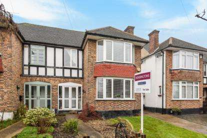 3 Bedrooms Semi Detached House for sale in Buckingham Road, South Woodford, London