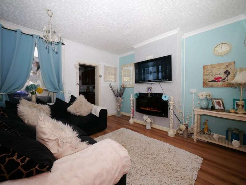 3 Bedrooms Terraced House for sale in Cambridge Road, North Lowestoft