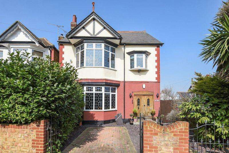 5 Bedrooms Detached House for sale in Eastwood Lane South, Westcliff-On-Sea