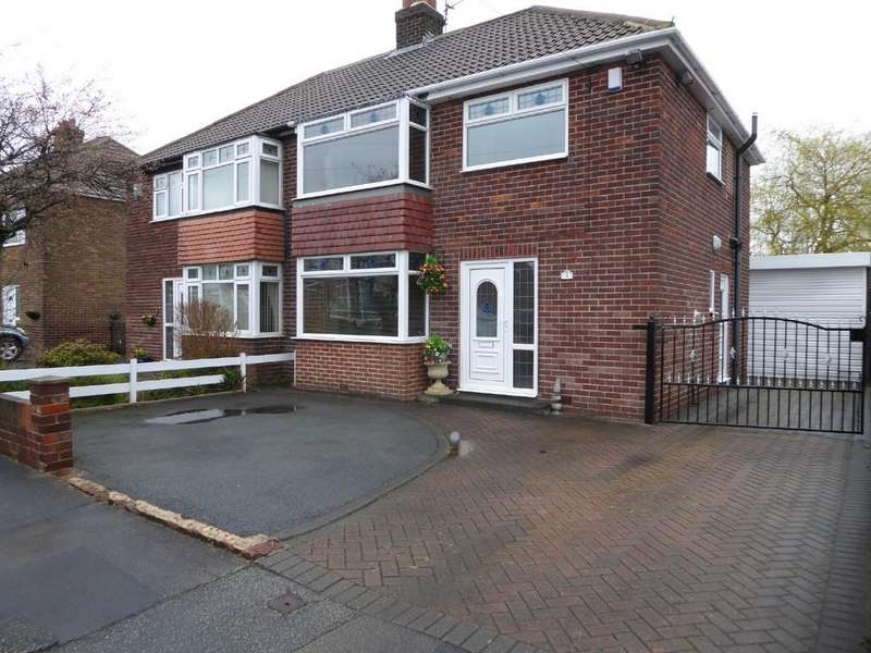 3 Bedrooms Semi Detached House for sale in Ullswater Close, Dewsbury