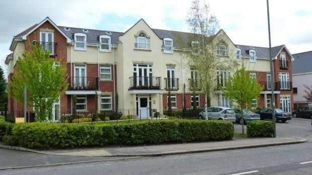 2 Bedrooms Flat for sale in Mayfair Court, Stonegrove, Edgware