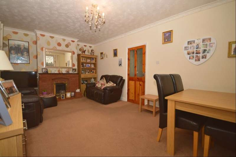2 Bedrooms Semi Detached Bungalow for sale in Carlton Road, Erith, DA8