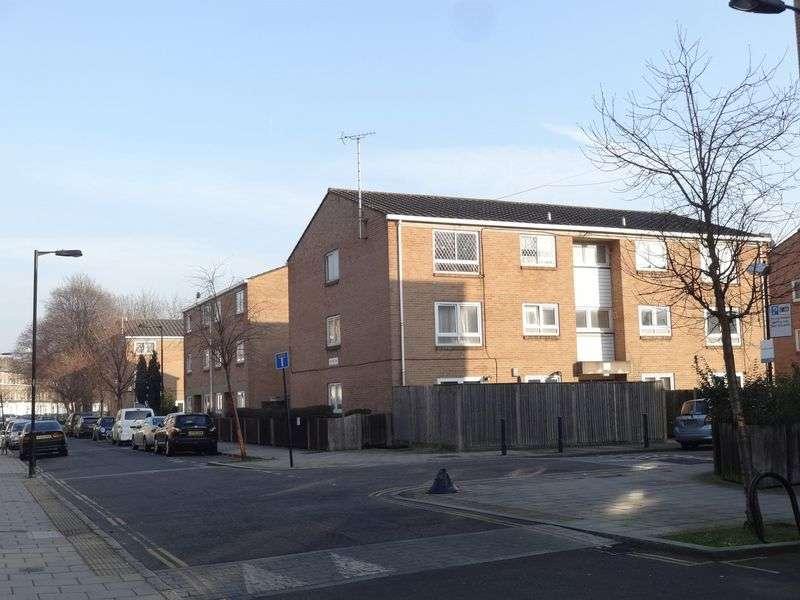 2 Bedrooms Flat for sale in Salisbury Close, London