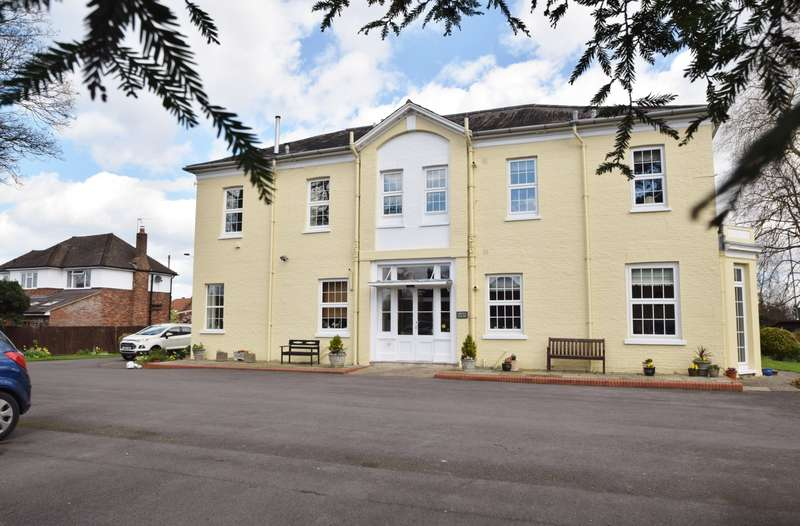 2 Bedrooms Flat for sale in Grove House, Straight Road, Old Windsor, SL4