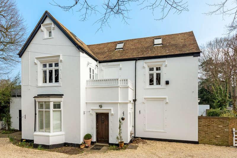 3 Bedrooms Flat for sale in Warren Road, Kingston Upon Thames, KT2