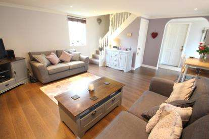 2 Bedrooms Bungalow for sale in Waterside Street, Kilmarnock, East Ayrshire